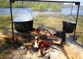 Кухня рыбака у костра