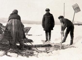 Как и чем в старину ловили рыбу: подледная ловля неводом